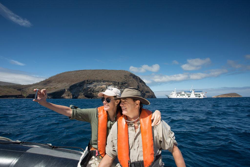 Couple travel galapagos