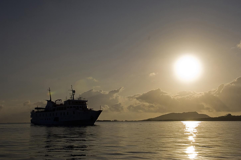 Galapagos La Pinta Sunset